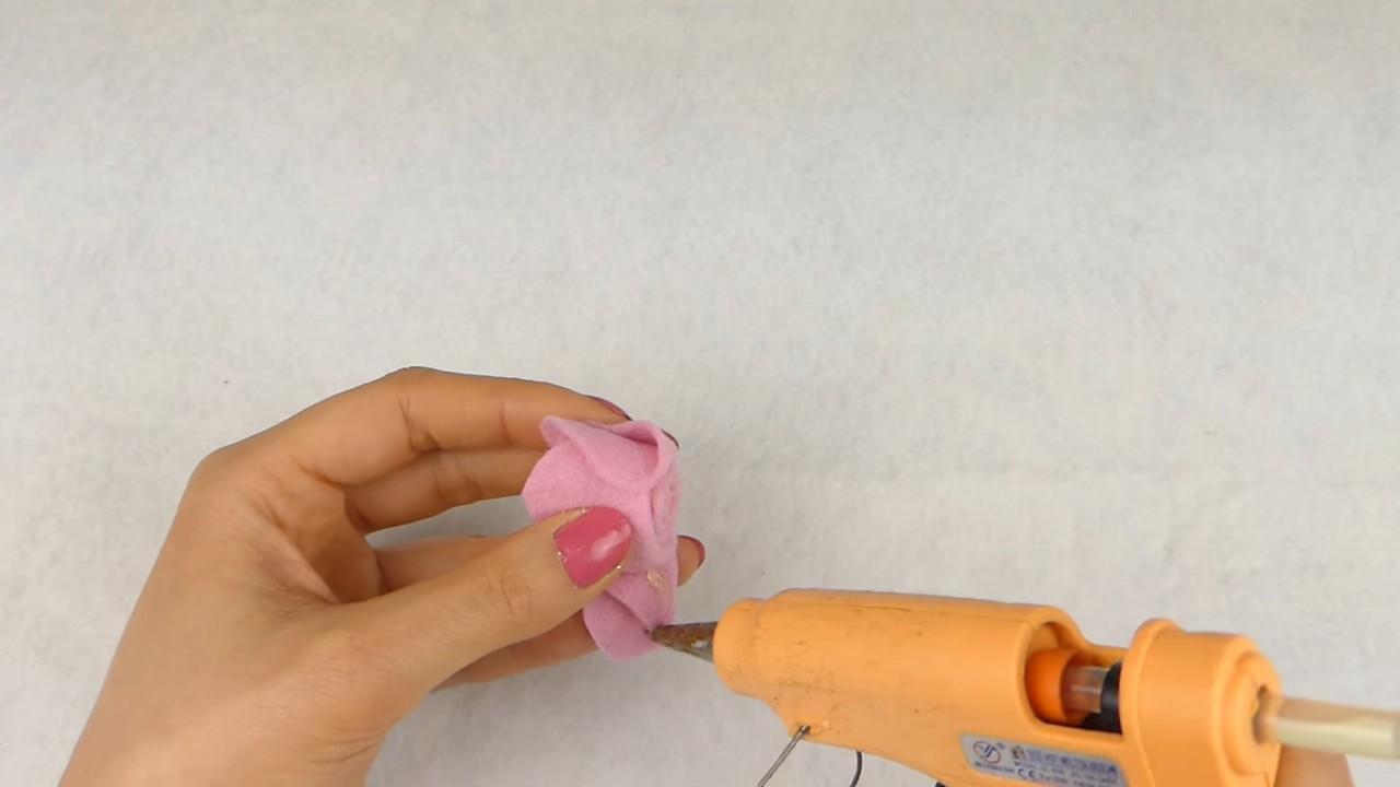 Создаем красивые цветочки из ткани