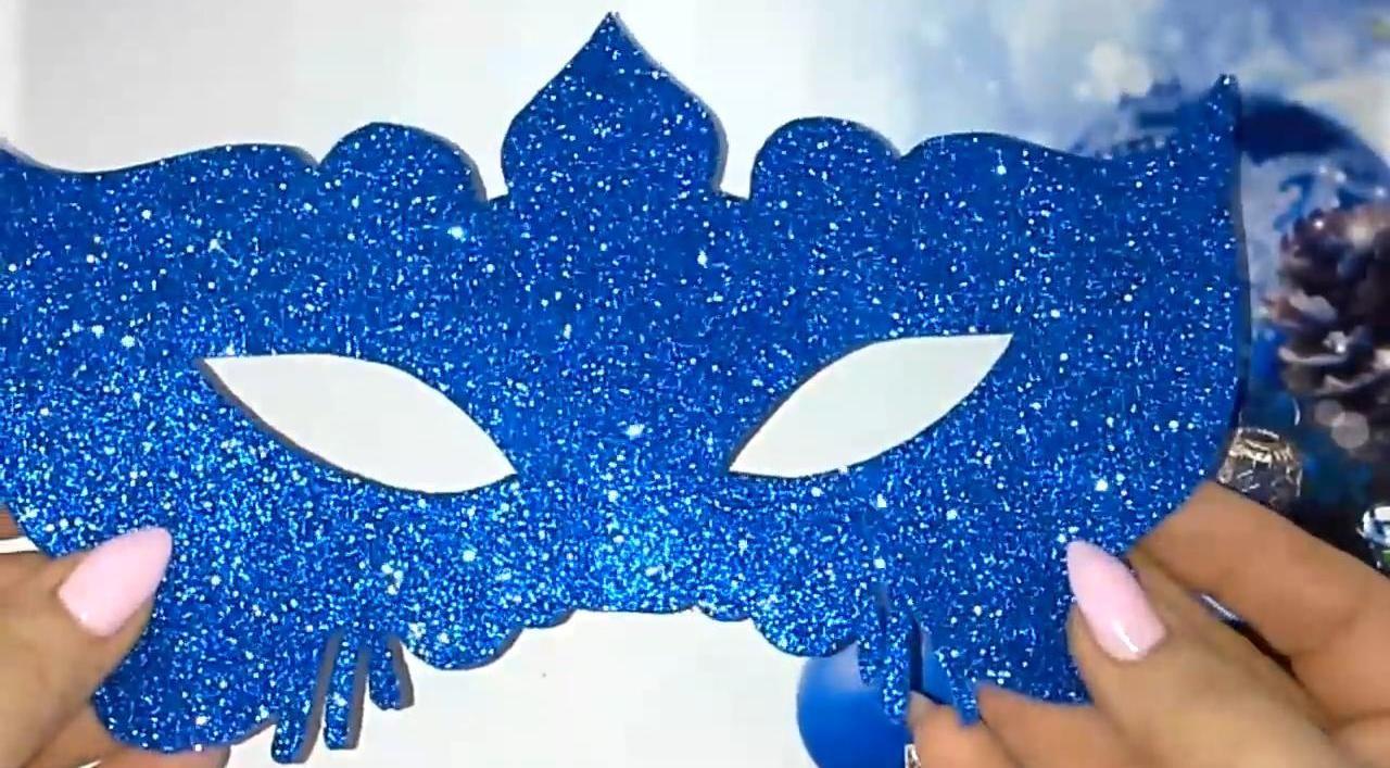 Простая и изящная карнавальная маска своими руками