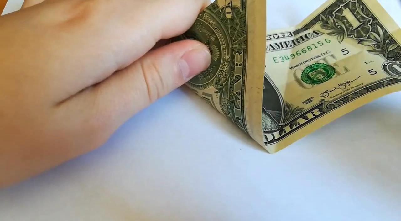 Амулет на деньги и удачу из доллара