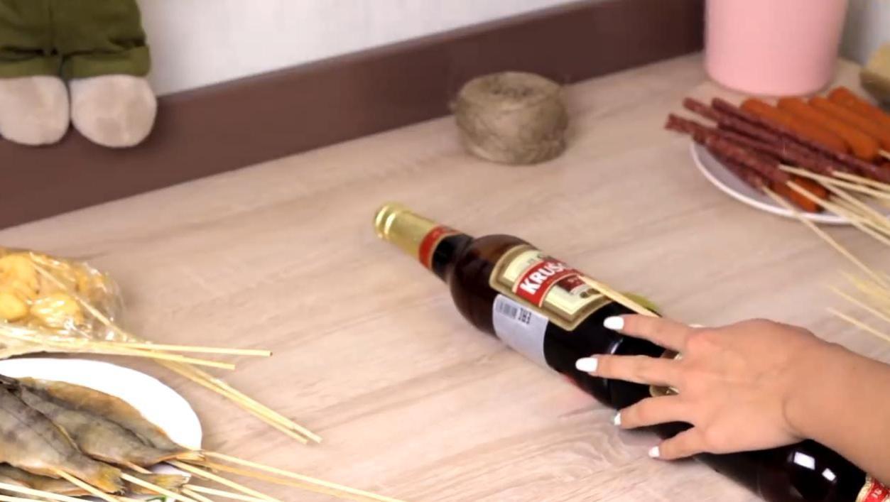 Как собрать мужской букет из пива с закуской