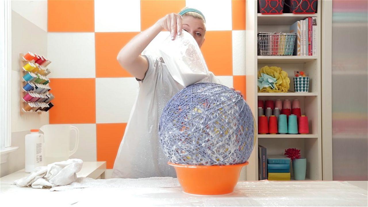 Делаем модный абажур для лампы или торшера из ниток