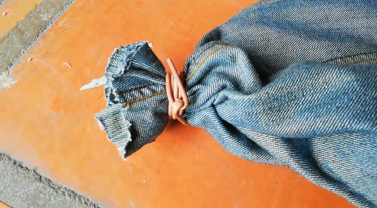 Боксерский мешок из старых джинс
