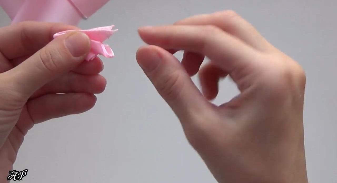 Резинка для волос из атласных лент