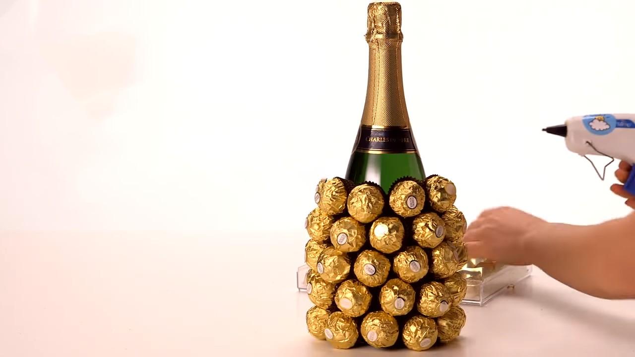 Собираем ананас из конфет и шампанского