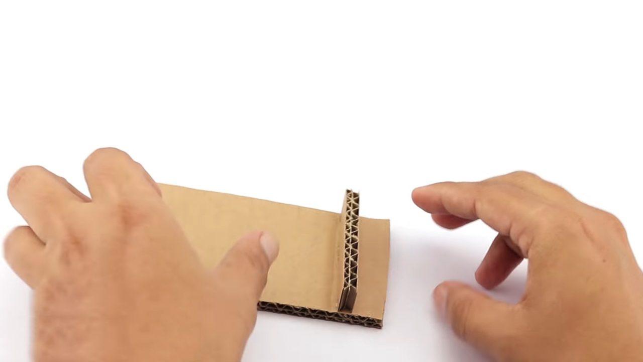 Картонная подставка для смартфона