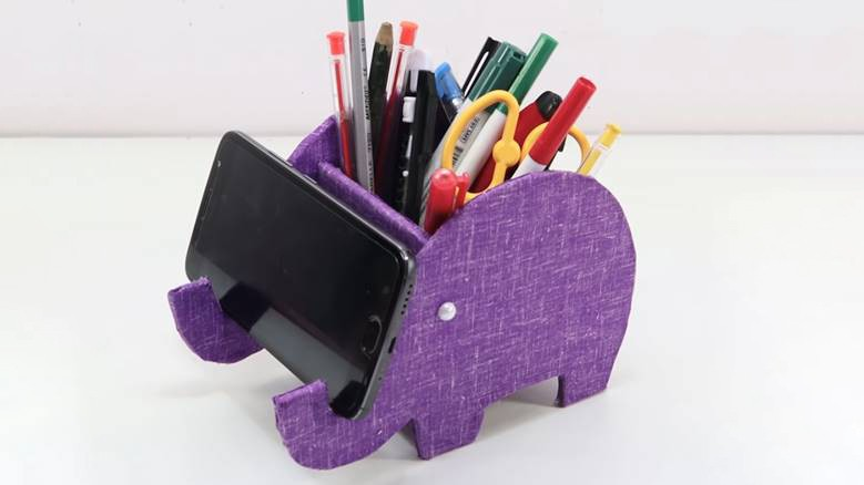 Самодельная подставка для карандашей и телефона