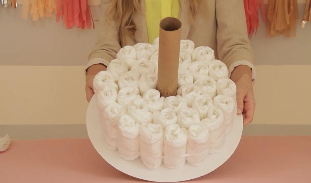 Готовим торт из памперсов для мальчика или девочки