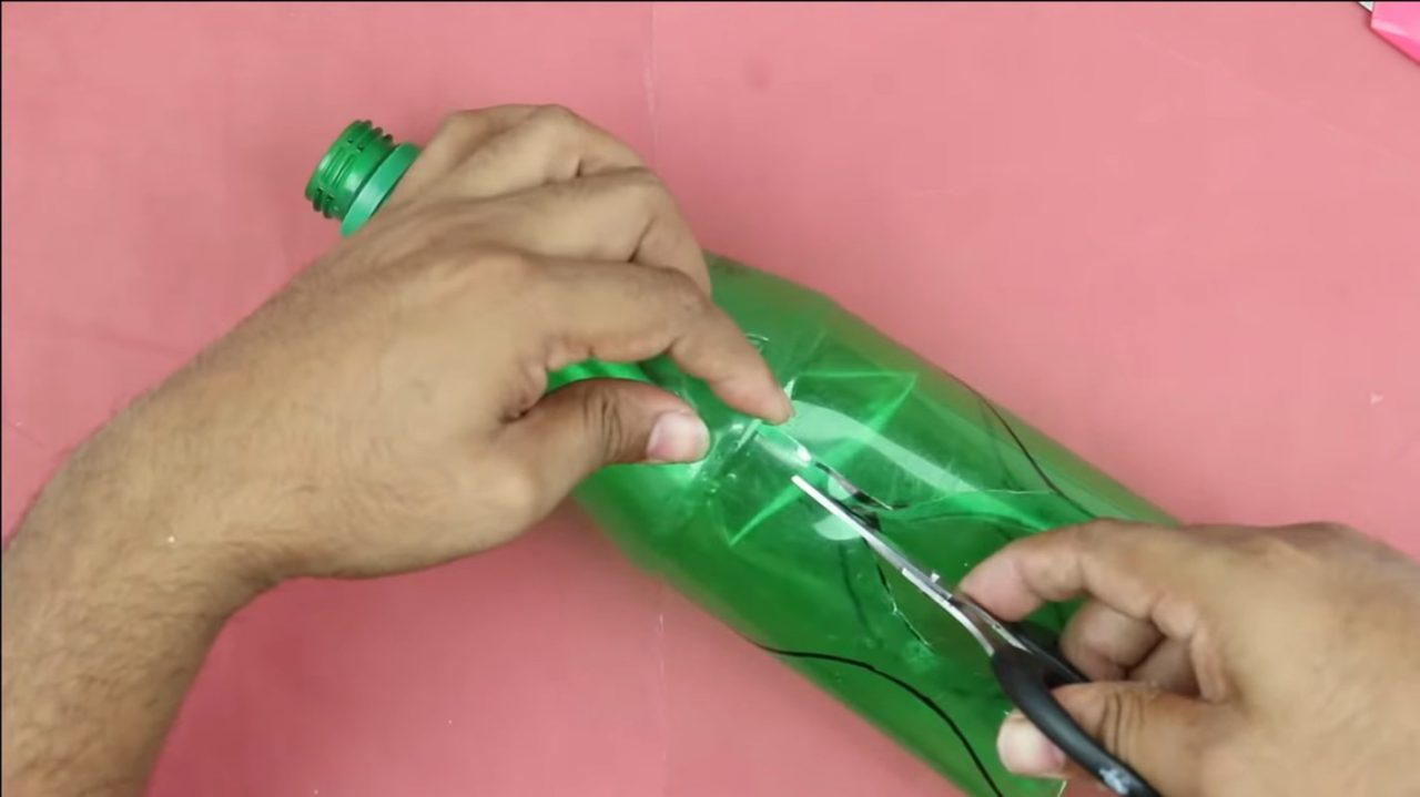 Прекрасные цветы из пластиковых бутылок
