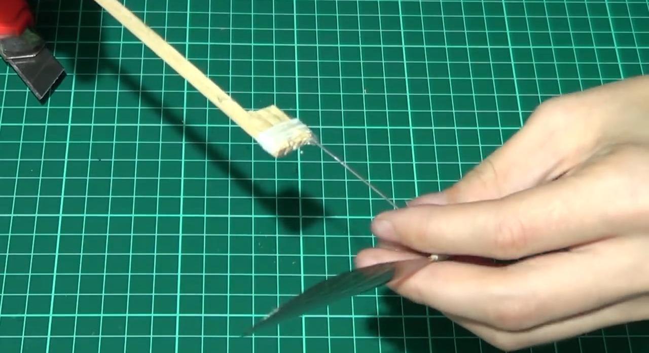 Планер из потолочной плитки с мотором на резинке