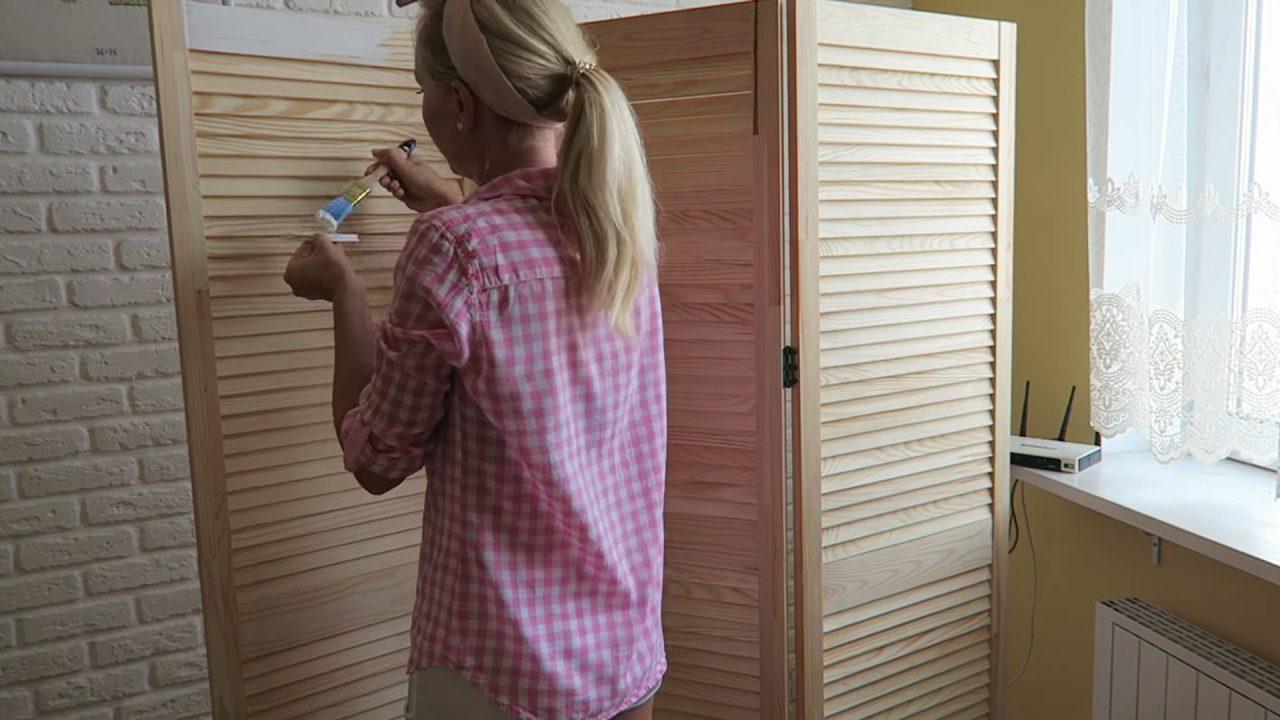 Деревянная ширма-перегородка из простых материалов