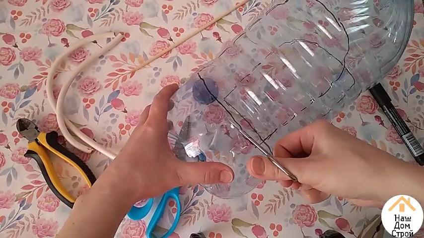 Кормушка для птиц из пластиковой бутылки 5 литров