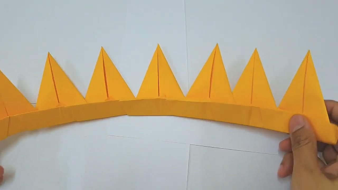 Корона короля из цветной бумаги