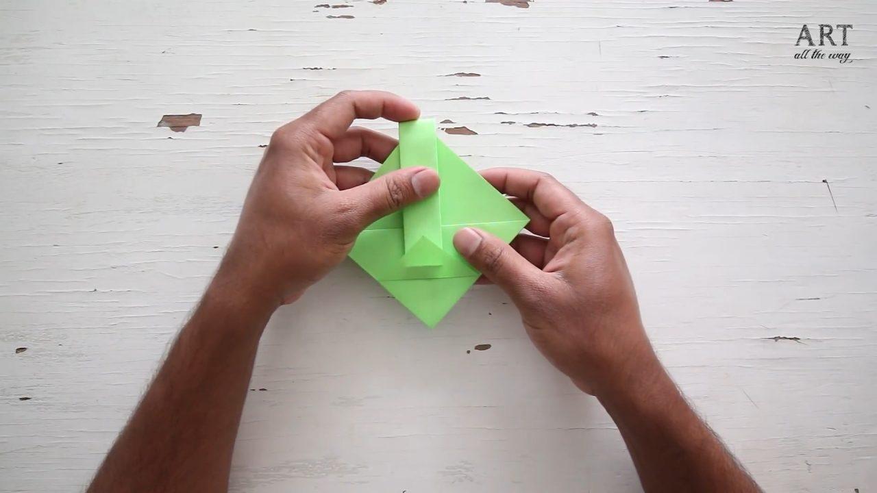Как сделать яркую корзинку из бумаги