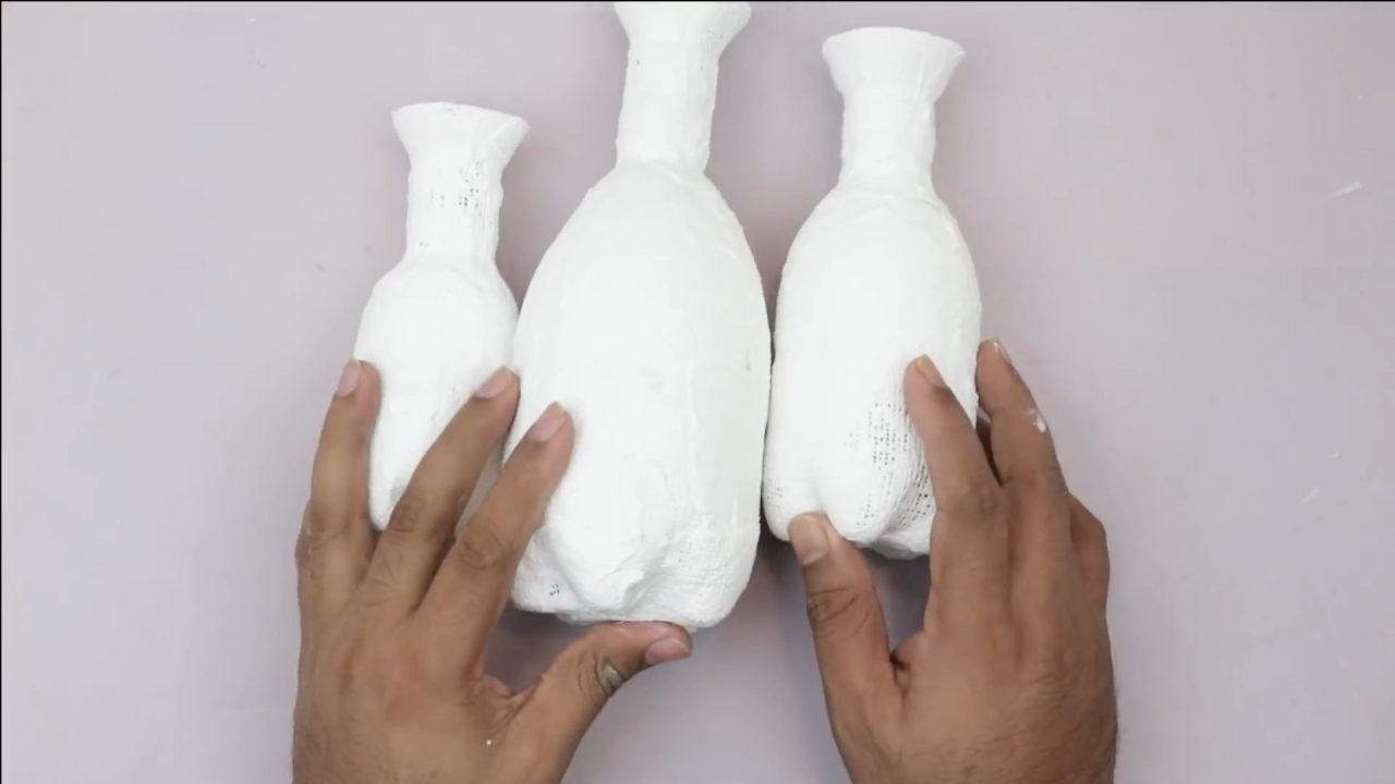 Яркие вазочки из пластиковых бутылок