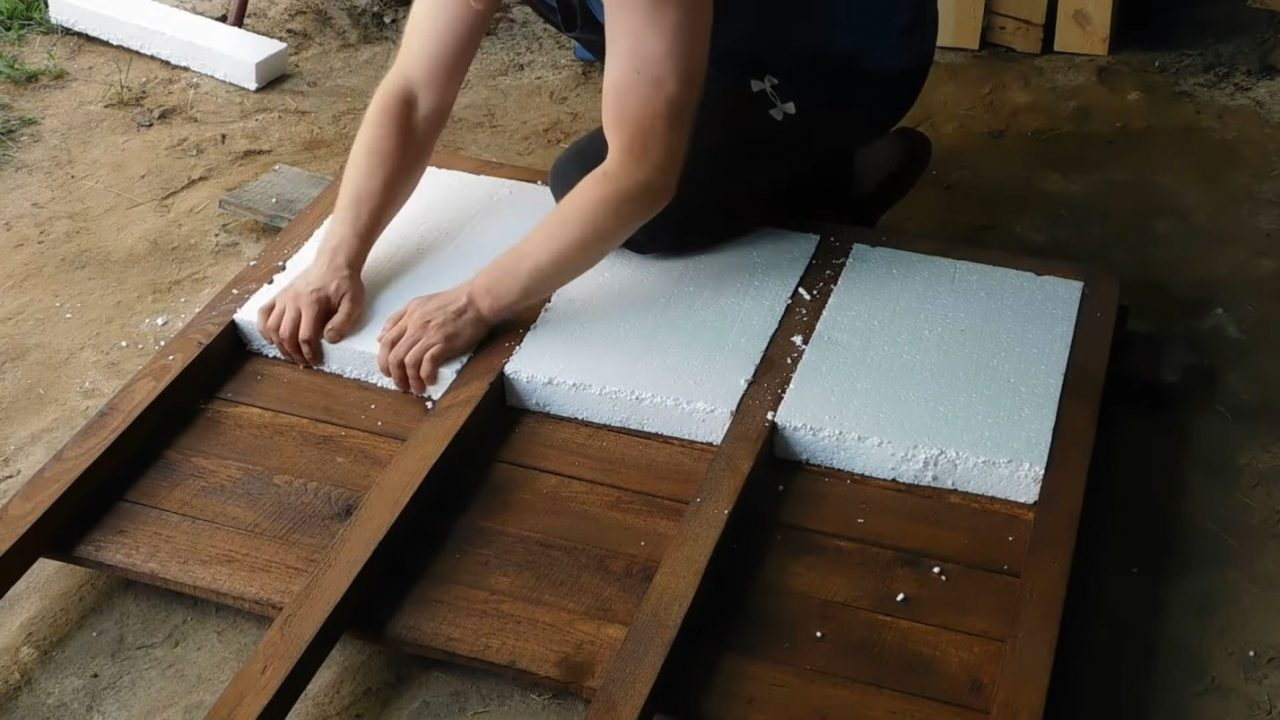 Строим утепленную собачью будку