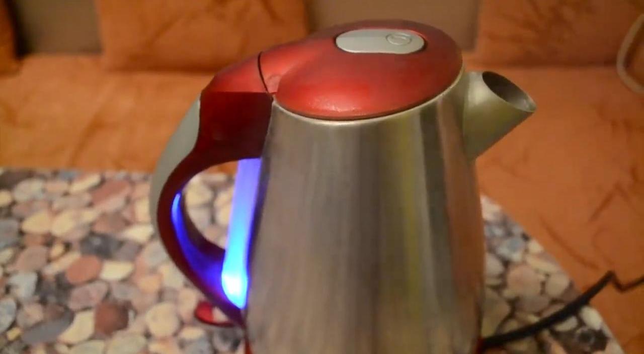 Убираем накипь в чайнике с помощью лимонной кислоты