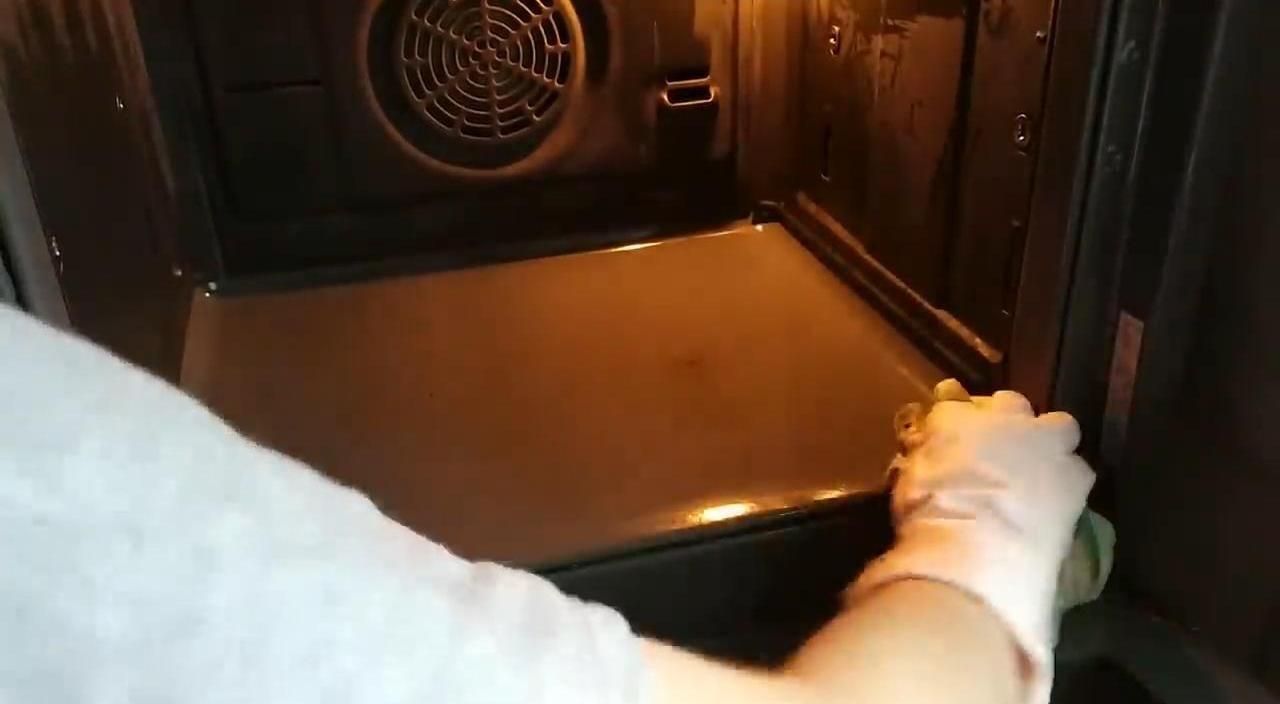 Как легко очистить духовку от многолетнего застарелого жира