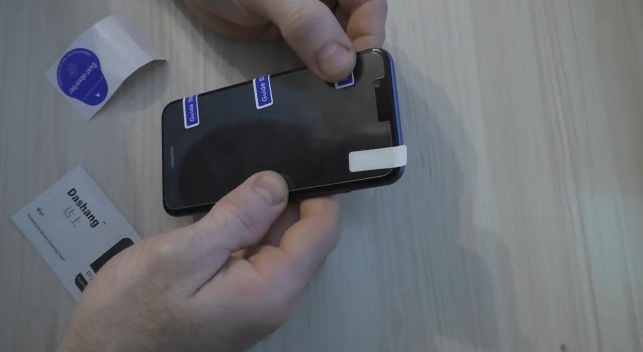 Как идеально наклеить защитное стекло на телефон