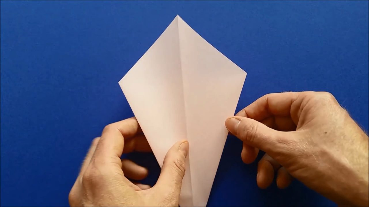 Бумажный лебедь в технике оригами