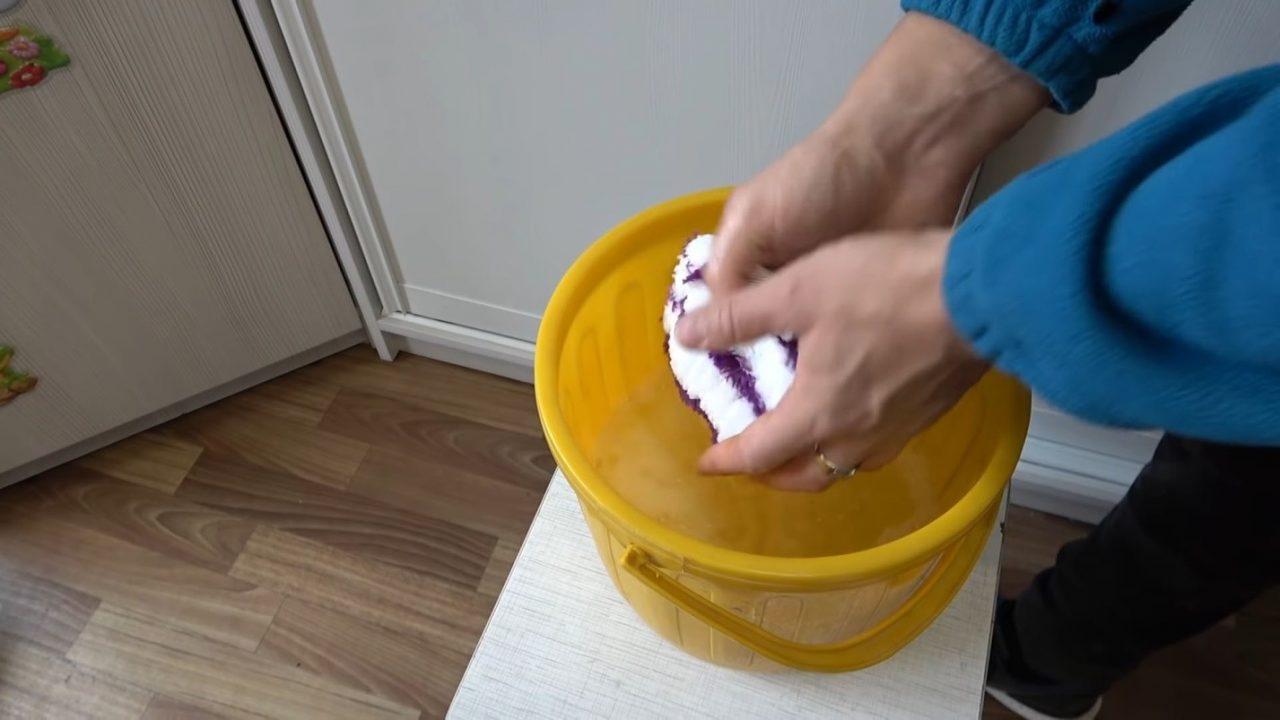 Как мыть натяжные потолки без повреждений и разводов