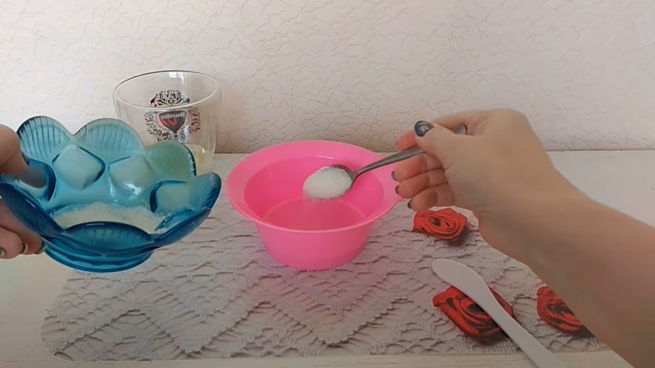Простой рецепт домашнего скраба для лица и тела