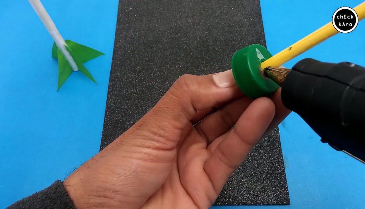 Ракета из бумаги с пусковой установкой