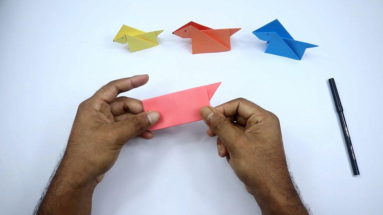 Складываем собачку из цветной бумаги