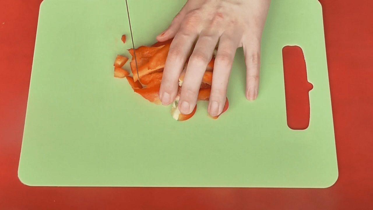 Готовим омлет с перцем и зеленым луком в микроволновке