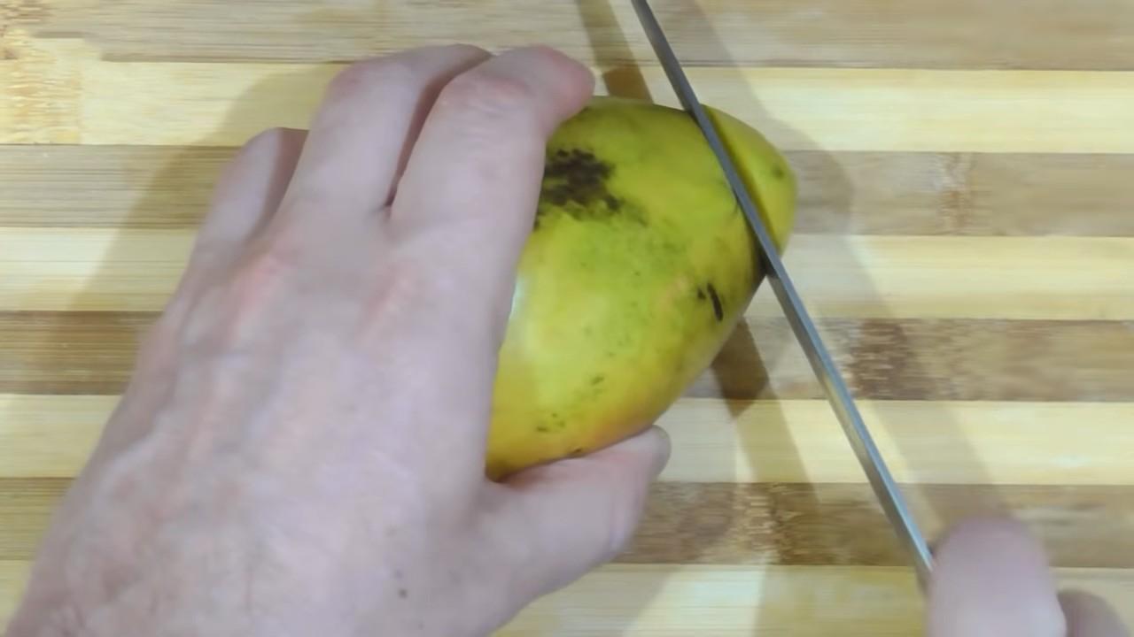 Как правильно и красиво нарезать манго с косточкой или без нее