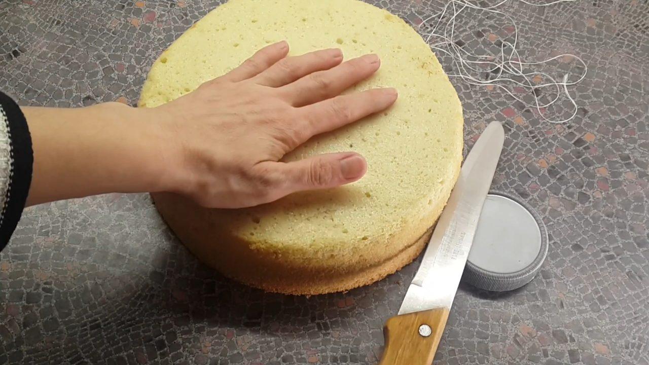 Как ровно разрезать бисквит на коржи ниткой