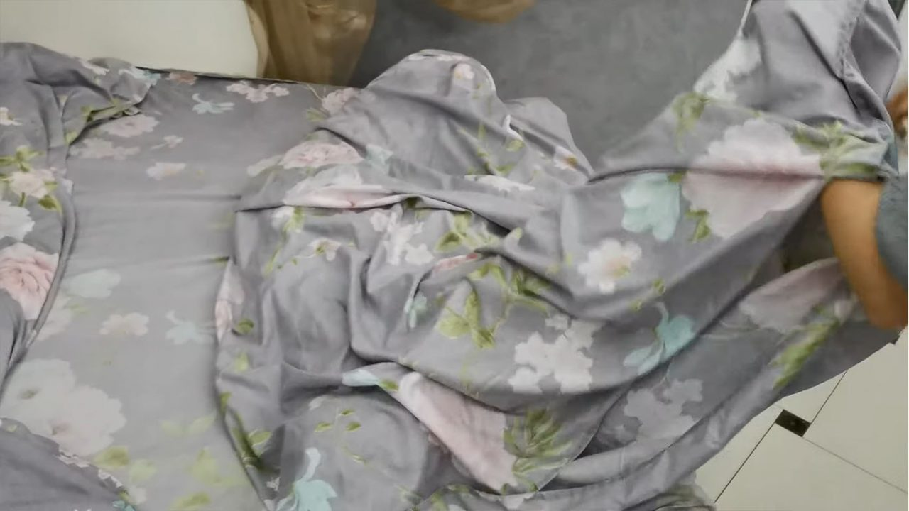 Как одеть пододеяльник на одеяло за минуту