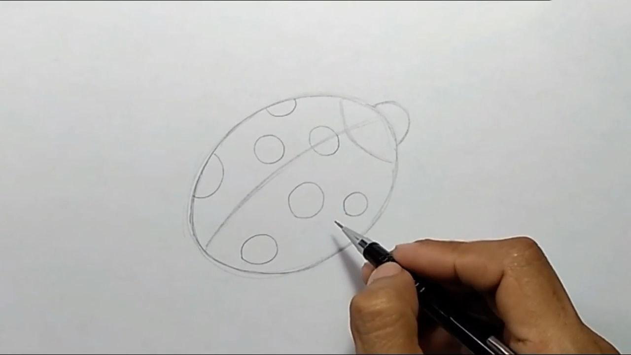 Рисуем божью коровку карандашом