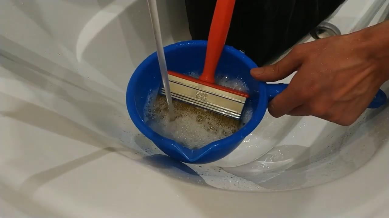 Как заклеить надувной матрас даже с велюровой стороны