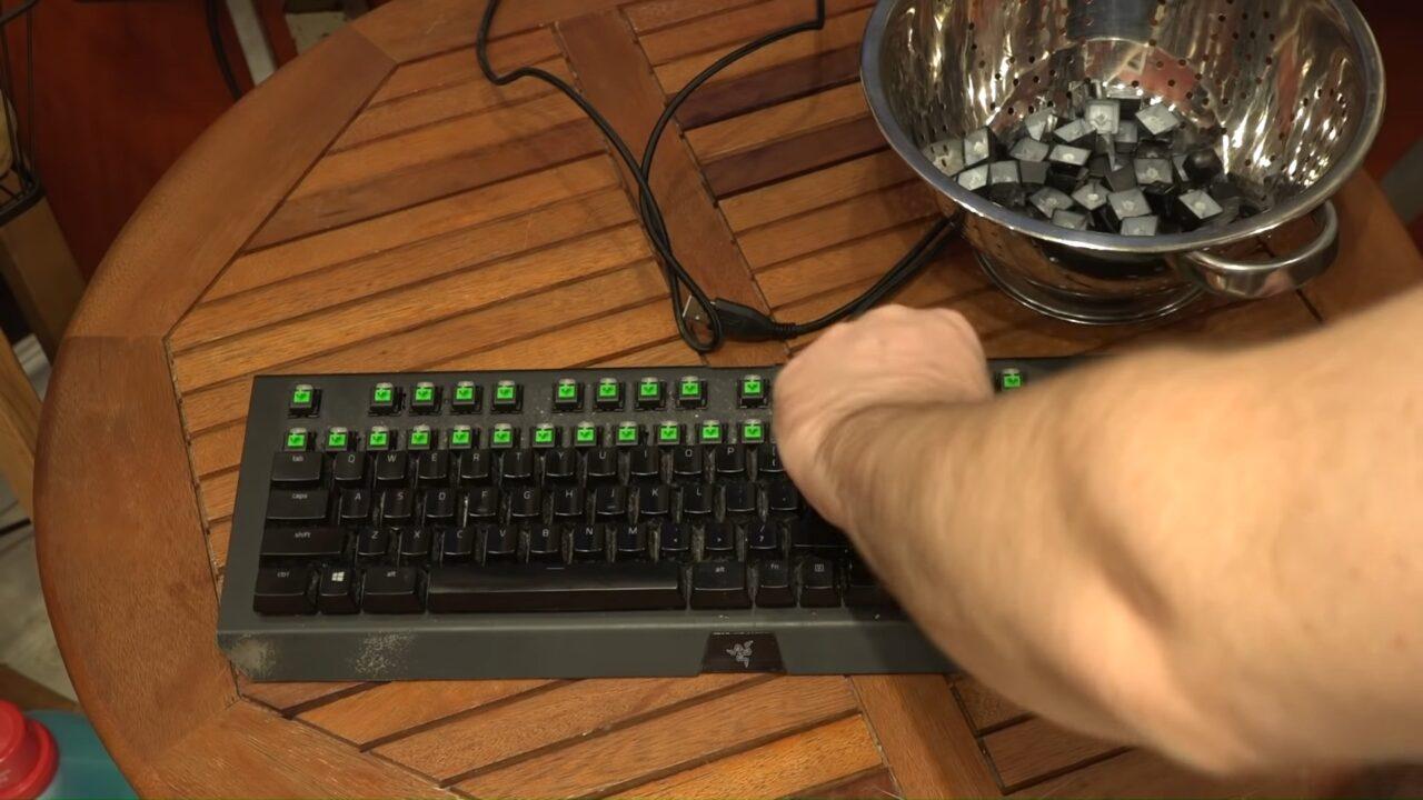 Как правильно почистить механическую клавиатуру