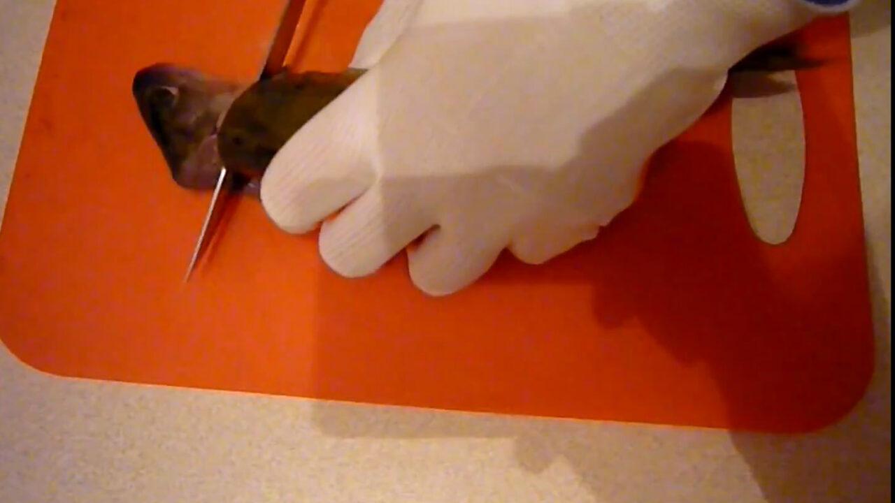 Как быстро очистить окуня