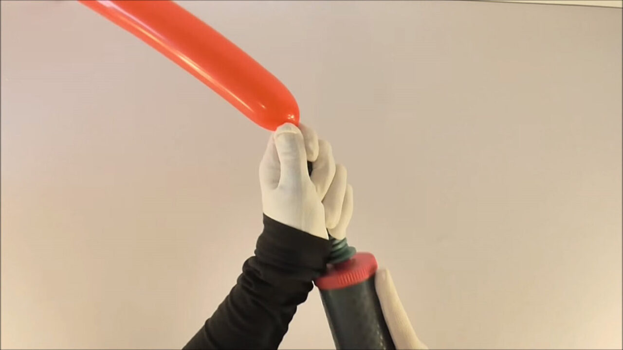 Как сделать собачку из шарика-колбаски. Пошаговая инструкция в картинках