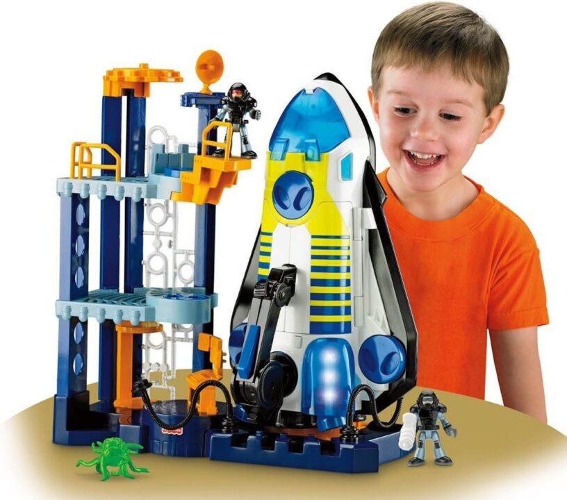 Что подарить ребенку мальчику на 2 годика. Игрушки и другие идеи