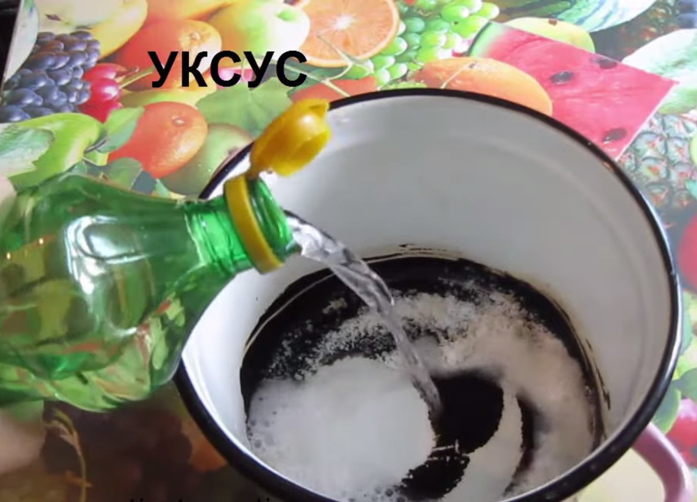 Как легко отчистить пригоревшее дно у эмалированной кастрюли