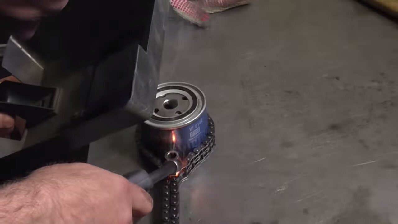 Как легко открутить масляный фильтр без специального ключа