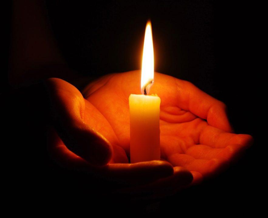 49 траурных картинок-открыток с соболезнованиями и скорбью о смерти